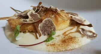 caciocavallo croccante, tartufo bianco, crema di patate di San Biase, polvere e caramello di porcini